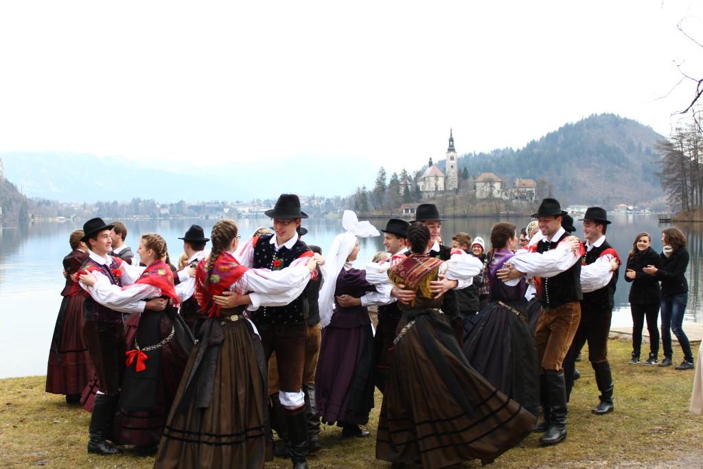 Vir:  www.folklora.si